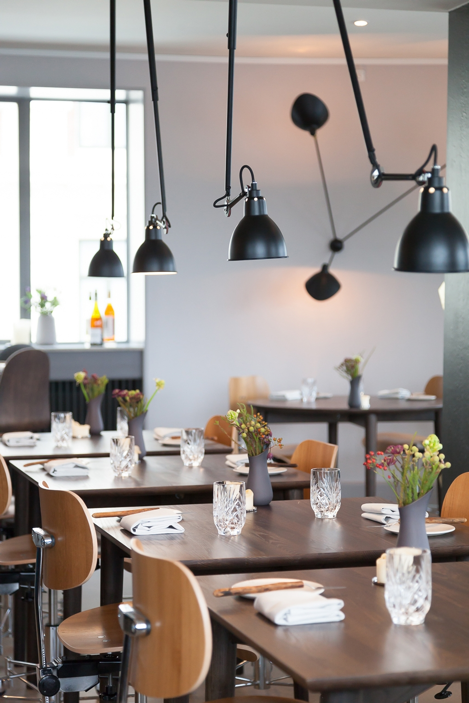 restaurant studio. Black Bedroom Furniture Sets. Home Design Ideas